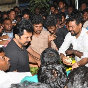 Karthi pays final respect to his Fan Club secretary