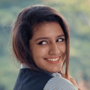 Hot sensation Priya Prakash Varrier's new video song teaser | Oru Adaar Love